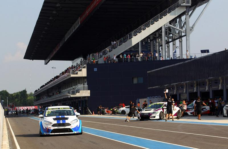 2015 TCR Asia Series Focus TCR by FRD driver Robb Holland at Chang International Circuit