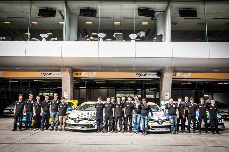 FRD Clio Cup China Series Mechanic Team with Kenneth Ma